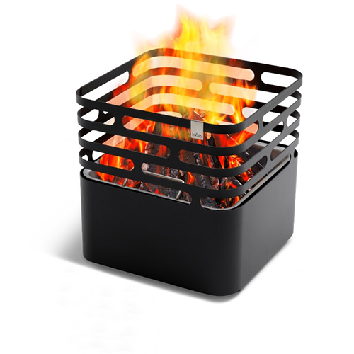 Spesse volte il picnic fa rima con barbecue.<em>Cube</em> di Hoefats funge contemporaneamente da braciere, griglia, sgabello e tavolino (in vendita da Moroni Gomma, 300 euro)