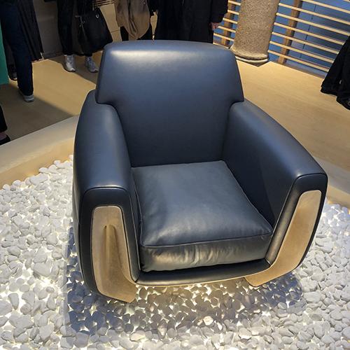 La speciale installazione per la nuova concept club chair progettata da Jean-Marie Massaud per Poltrona Frau