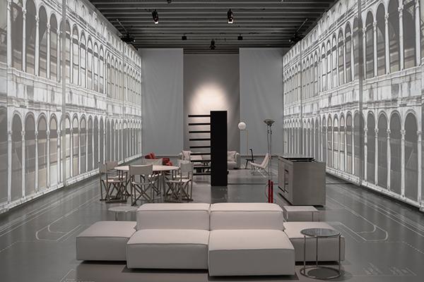 """L'installazione """"Il mare a Milano: Yachtville"""" vuole raccontare il progetto di interior design firmato da Piero Lissoni per lo yacht crossover <em>SX88</em> di Sanlorenzo"""