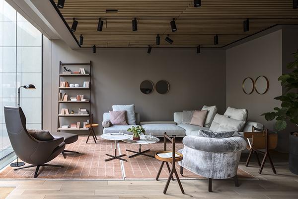 Poltrona frau inaugura a tokyo casa design for Poltrone frau milano