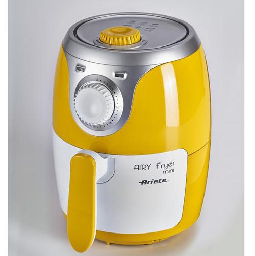 """La friggitrice ad aria <em>AIRY Fryer mini</em> (modello 4615) di <a href=""""http://www.ariete.store/"""">Ariete</a> lavora come una normale friggitrice, ma con l'80% di grassi in meno e con un solo cucchiaio di olio (49,90 euro)"""
