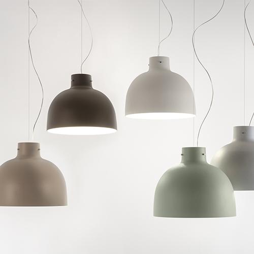 """""""È proprio bella!"""". Da questa esclamazione nasce la lampada <em>Bella</em> progettata da Ferruccio Laviani per Kartell, e la sua evoluzione <em>Bellissima</em>, in foto, con finitura in legno"""