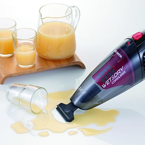 Alleato della pulizia in cucina è l'aspira liquidi di Ariete