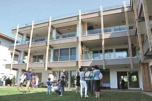La Corte dei Girasoli, Vimercate. La sostenibilità energetica è l'arma vincente e innovativa di questo progetto. È il primo progetto di co-housing promosso da una pubblica amministrazione in Italia