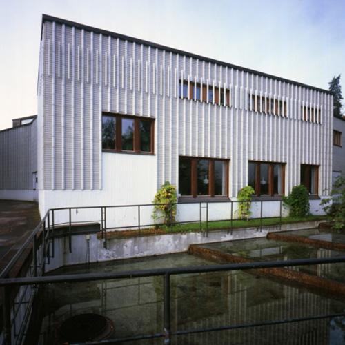 """JYVÄSKYLÄ - Il <a href=""""http://www.alvaraalto.fi"""">Museo Alvar Aalto</a> (nella foto) approfondisce la produzione dell'architetto finlandese dal punto di vista del design residenziale. <em>The Housing Problem</em> mostra le soluzioni pensate dal designer per la vita moderna: mobili che cercano di semplificare la vita quotidiana indipendentemente dallo status social. Fino al 16 settembre (foto Maija Holma, Alvar Aalto museum)"""
