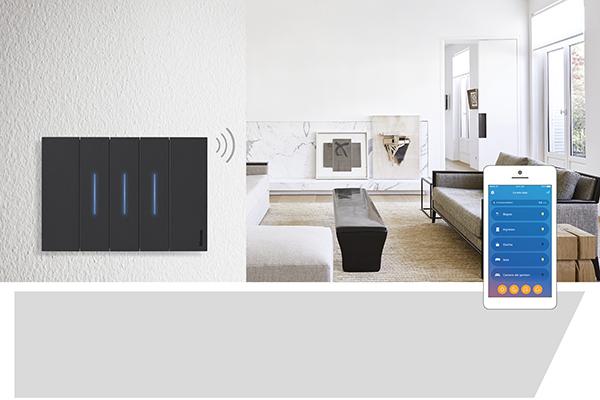 Living Now with Netatmo si può gestire anche tramite smartphone. Con l'applicazione è possibile ad esempio ricevere notifiche per malfunzionamenti, guasti o black-out
