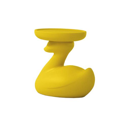 Arredare con ironia. Theduck di Bonaldo è un tavolino che, come suggerisce il nome, ricorda un'anatra. È adatto anche agli esterni ed è disponibile nella versione con luce interna (142 euro)