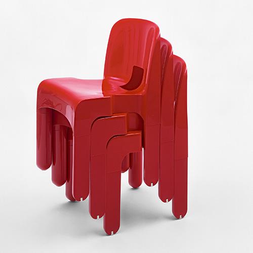 4867, la prima sedia industriale stampata ad iniezione utilizzando un unico stampo di Joe Colombo per Kartell (© Joe Colombo Estate)
