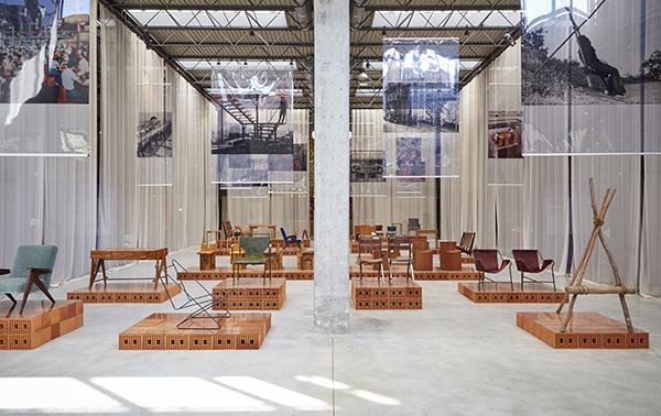 """MILANO - Oggetti rari e pezzi unici sono i protagonisti della rassegna """"<a href=""""http://design.repubblica.it/2018/04/20/lina-bo-bardi-e-giancarlo-palanti-al-nilufar-depot/#1"""">Lina Bo Bardi Giancarlo Palanti Studio d'Arte Palma 1948 – 1951</a>"""" in programma fino al 29 dicembre al Nilufar Depot. La mostra analizza l'attività di Lina Bo Bardi come designer di arredi (i più noti sono firmati insieme a Giancarlo Palanti), un ambito spesso messo in secondo piano rispetto alla sua carriera di architetto(foto Amendolagine Barracchia Studio Fotografico)"""