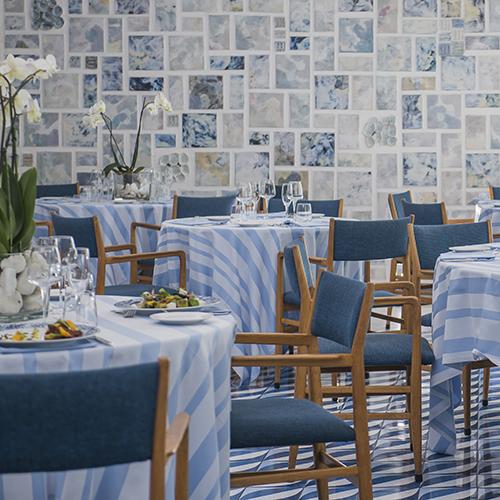 L'Hotel Parco dei Principi di Sorrento offre ancora il lavoro originale di Gio Ponti. Le ceramiche, disegnate negli anni Sessanta, sono state impiegate per rivestire e pavimentare