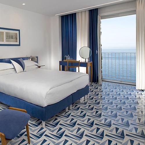 Una camera dell'hotel Parco dei Principi di Sorrento: i pavimenti sono stati disegnati da Gio Ponti