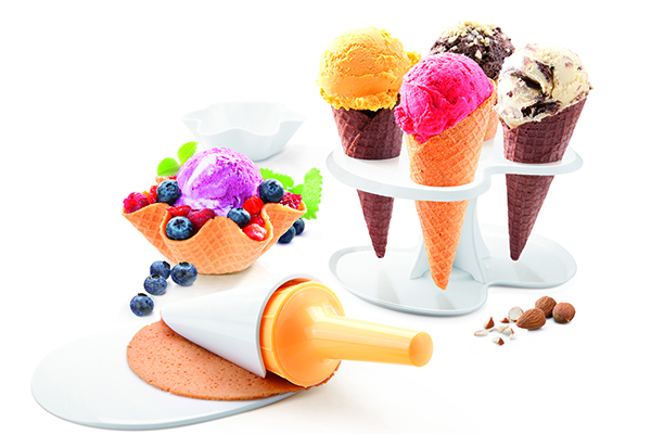Hobby per la cucina: se in estate piace dilettarsi con la preparazione del gelato con il pratico set di Tescoma è facile anche realizzare coni e coppette di cialda