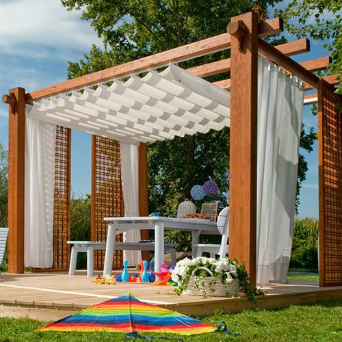 """Le <a href=""""http://design.repubblica.it/2018/06/26/ombra-last-minute-ripararsi-dal-sole-con-vele-tende-ombrelloni-e-pergole-bioclimatiche/#1"""">pergole</a> proteggono da sole, pioggia, vento e rendono ancora più piacevole il soggiorno all'aria aperta, come <em>Minerva</em> di <a href=""""http://www.pircher.eu/it/"""">Pircher</a> (nella foto)"""