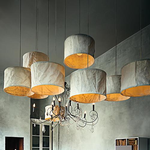 """In tessuto di lino, con effetto stropicciato naturale, anche <em>Wudù</em> il lampadario di <a href=""""http://www.arketipo.com/"""">Arketipo</a>"""