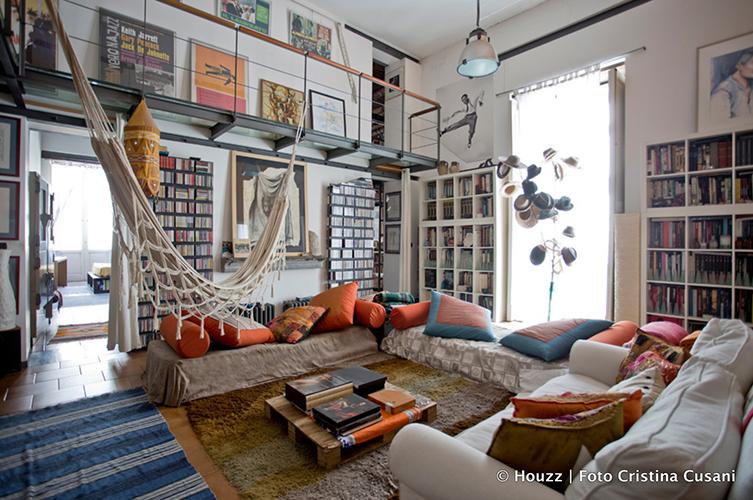 Sedute in sospensione -  Amache e altalene ancorate al soffitto sono un modo originale e diverso per godere dei momenti di relax fra le mura domestiche