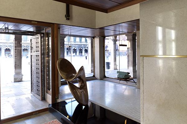Il negozio Olivetti a Venezia (foto Marco Introini - Archivio Fai, Fondo ambiente italiano)