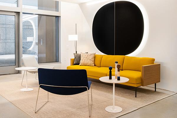 Lo showroom si estende su una superficie di circa 300 metri quadrati che prevede anche una zona outdoor