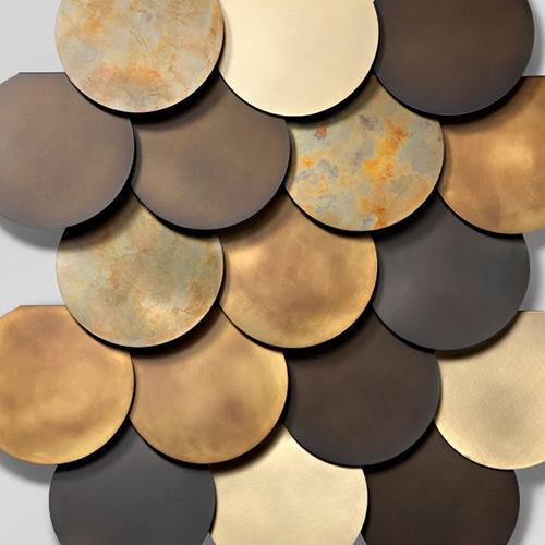 """<em>Circle Wall</em> di <a href=""""http://www.decastelli.it/"""">De Castelli</a> si caratterizza per la sovrapposizione di moduli rotondi che diventano un originale sistema di rivestimento a parete"""