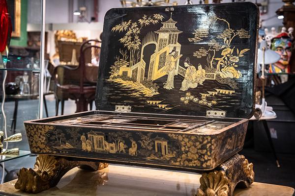 Beauty in legno e lacca, dipinto a mano, Cina 1870 - valore 3.000 euro
