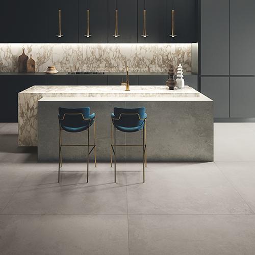 """<em>Ikon</em> di <a href=""""http://www.keope.com/"""">Ceramiche Keope</a> riproduce l'effetto cemento ed è disponibile nel nuovo maxi formato 120x278 centimetri"""