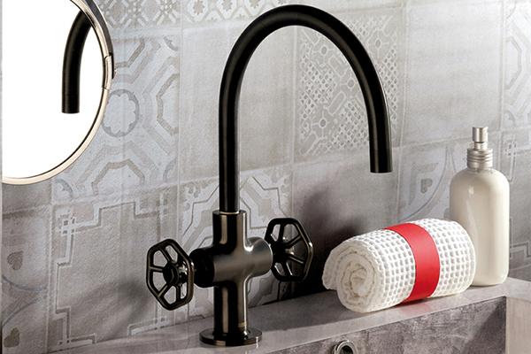 """Gli impianti idrici lasciati a vista sono un elemento tipico dello stile industriale. <span class=""""s1""""><em>Hipster</em> di <a href=""""http://www.mamoli.com"""">Mamoli</a>si distingue per le</span>manopole da saracinesca che citano quelle delle tubazioni d'acqua"""