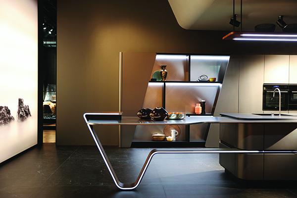 Forme curve, led e laccatura metallescente di derivazione automobilistica per <em>Vision</em>, la cucina di Snaidero firmata Pininfarina