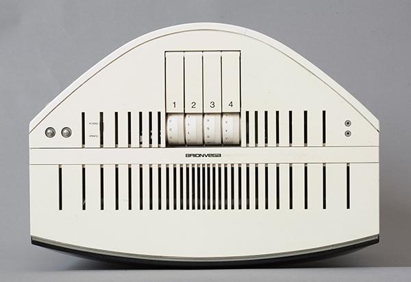 Mario Bellini, TV ASTER 20, Progetto 1968 Produzione 1969, plastica bianca vetro e metallo, 74 x 47,5 x 34 centimetri