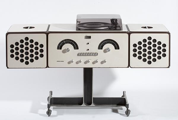 Achille e Pier Giacomo Castiglioni, Radioricevitore RR126, Progetto 1966, Produzione Brionvega 1966, plastica metallo e legno, 121 x 36,5 x 72 centimetri