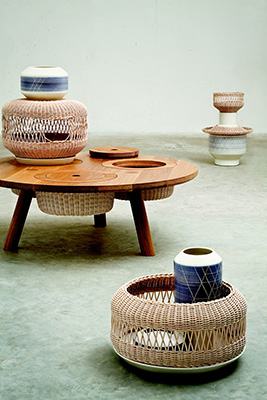 <em>& Ability</em>, tavolo e serie di complementi progettata da Faberhama (foto Alessandro Guerriero)