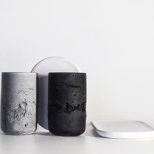 Con la collezione di vasetti e vassoi <em>Perception</em> la designer Valeria Sergienko di Nome studio vuole connettere la gente con l'ambiente che la circonda e alleggerirne l'impatto attraverso un design intelligente e sostenibile, che vede i materiali di scarto non come inutilmente finiti ma come punto di partenza per nuovi progetti. Così il legno, la plastica, la carta, la gomma, il vetro diventano l'anima di nuovi oggetti. Tutti da percepire con i sensi per capire l'importanza di non sprecare nulla