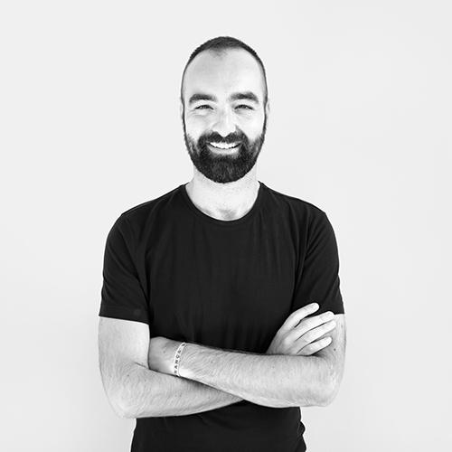 Un ritratto di Stefano Carta Vasconcellos, il vincitore del SaloneSatellite award 2018
