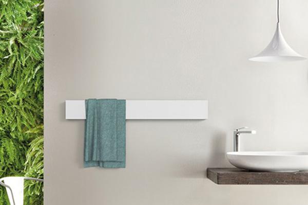 """RISCALDAMENTO - Enea spiega che la normativa consente una temperatura interna fino a 22 gradi, ma 19 gradi sono più che sufficienti a garantire il comfort necessario in casa. Inoltre, per ogni grado abbassato si risparmia dal 5 al 10% sui consumi di combustibili. In foto<i>Towel Bar</i>di<a href=""""http://www.ridea.it/"""">Ridea</a>:impiega la tecnologia<i>Liquid Stone</i>che permette di diffondere il calore in modo uniforme su tutta la superficie del radiatore garantendo un rendimento termico migliore"""