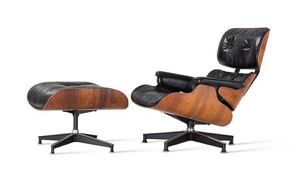 Charles and Ray Eames, Lounge Chair No. 670 and Ottoman No. 671 / Eames Lounge Chair (progettato 1943–1956) (© Vitra Design Museum, photo: Jürgen HANS www.objektfotograf.de)