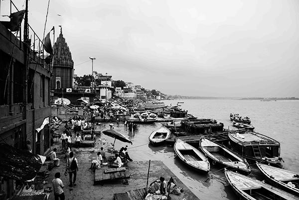 """L'intero reportage è stato realizzato nel 2016. """"Varanasi, la città della luce"""" (foto Paolo Balboni)"""