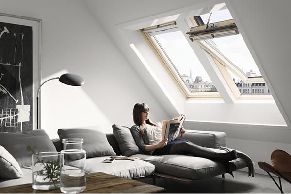 """Un aspetto fondamentale è l'illuminazione: la zona ideale dove leggere è quella che sfrutta la luce naturale (in foto un'ambientazione <a href=""""https://www.velux.it/"""">Velux</a>, azienda specializzata nelle finestre per tetti)"""