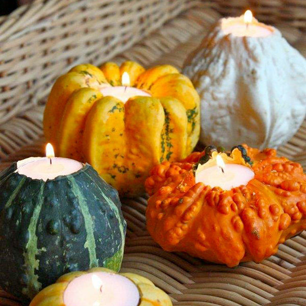 Zucche e zucchine, con pochissimo impegno e massimo risultato in termini di stile, si trasformano in eleganti porta candela