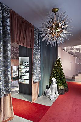 Entriamo nello store di Firenze di LuisaViaRoma per passeggiare nelle stanze della <em>Home for the Holidays</em> di Cristina Celestino