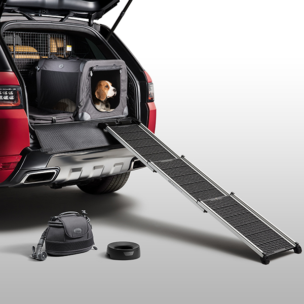 """Con i nuovi accessori per auto lanciati dalla casa automobilistica <a href=""""http://www.landrover.com"""">Land Rover</a> viaggiare con Fido diventa un piacere"""