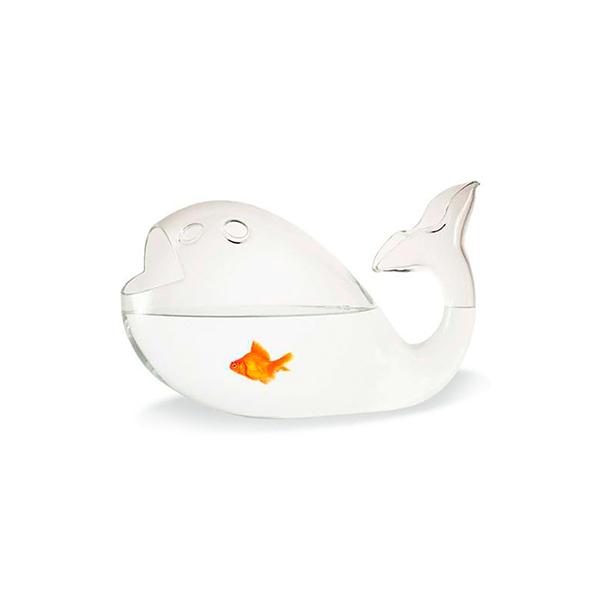 """Nella pancia della balena Giona non ci sono né Geppetto, né Pinocchio ma pesci rossi. Di Alessandra Baldereschi per <a href=""""http://skitsch.com"""">Skitsch</a>(prezzo 183 euro)"""
