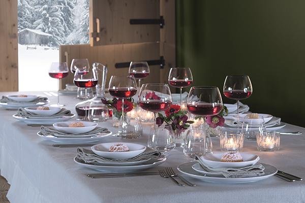 Argento oro e rosso il barocco trionfa sulla tavola di - Un ampolla sulla tavola ...
