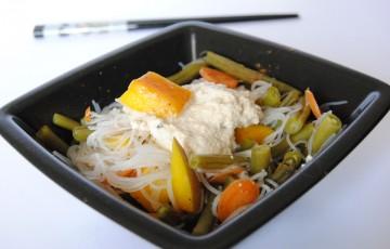 Spaghetti di riso colorati