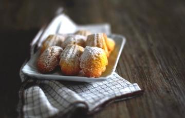 Madeleines con miele di castagno e arancia