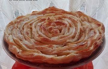 Torta di sfoglia con crema e mela