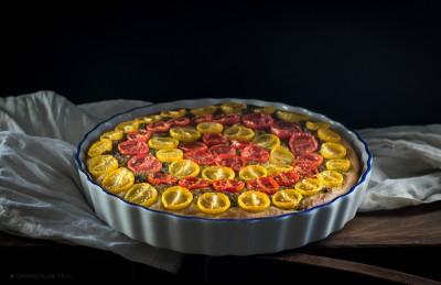Focaccia multicolor, pomodorini gialli e rossi