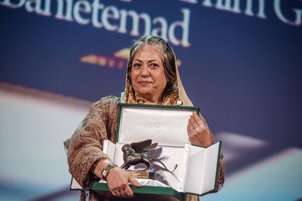 Premio-per-la-migliore-sceneggiatura--Rakhshan-Banietemad-e-Farid-Mostafavi-per-Ghesseha-(Tales)