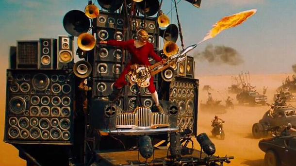 Il chitarrista di Mad Max Fury Road