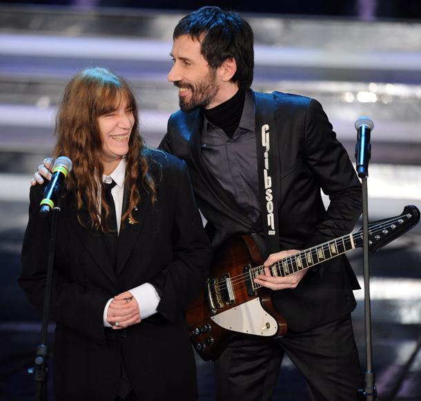 Cristiano Godano con Patti Smith, Sanremo, 16 febbraio 2012 © Ansa/Claudio Onorati