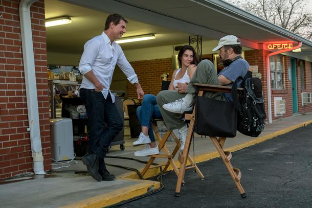 Tom Cruise, Cobie Smulders e il regista Edward Zwick sul set
