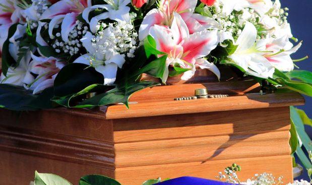Tasse, mutui, debiti, account mail e social… Cosa succede quando qualcuno muore? Piccola guida per i parenti