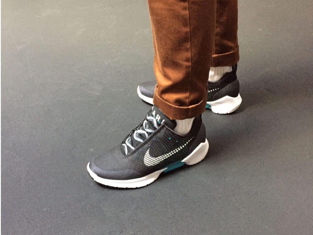 nuove scarpe nike che si allacciano da sole